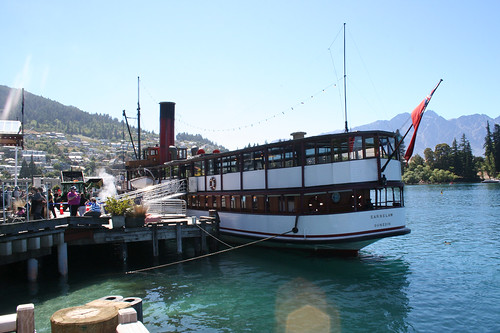 New Zealand - ferry-boat in Queenstown por Lorenzo Baldini.