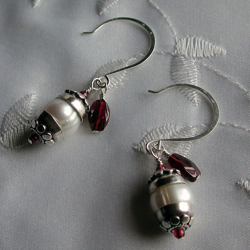 Bali Silver, Garnet and Freshwater pearl set