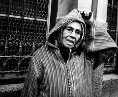 Chilaba (Viudo) Tags: mujer morocco fez anciana marruecos fes chilaba