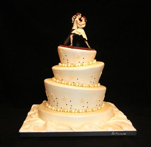 Klaudia\'s blog: white topsy turvy novelty mad hatter wedding cake ...