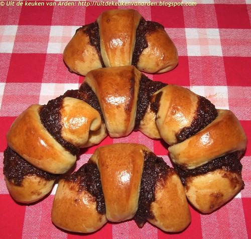 Croissants met chocolade amandelspijs