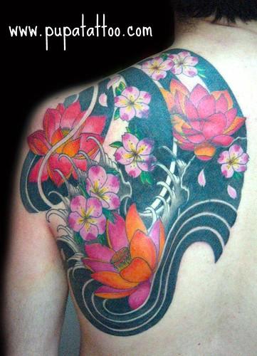 Tatuaje flores japonesas Pupa Tattoo Granada