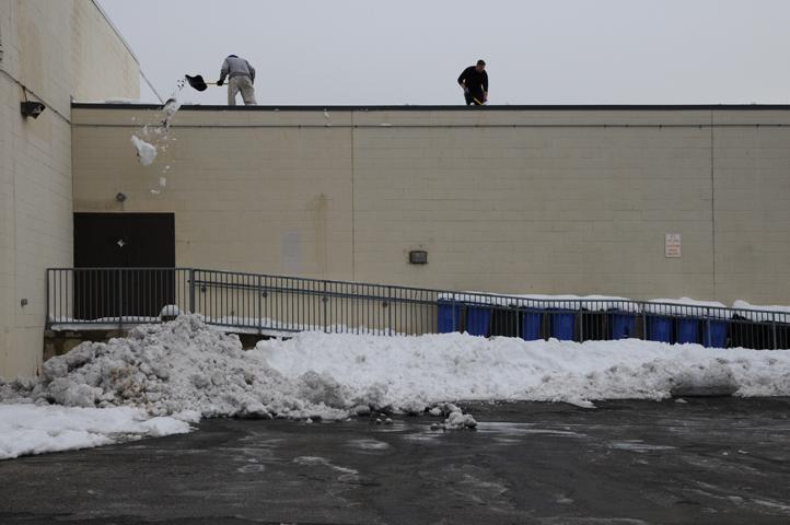 shoveling roof at Acme_3366 web