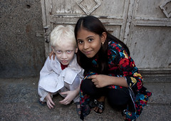 Indian albino kid Jeddah - Saudi Arabia (Eric Lafforgue) Tags: kid child indian arabia albino saudiarabia ksa albinos saudiarabien arabie arabiasaudita kingdomofsaudiarabia  arabiesaoudite   suudiarabistan arabsaudi   saoediarabi arabiasaudyjska    ksa2806