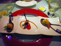 魚子醬鮭魚球、無花果鴨胸、蜜瓜鮮蝦