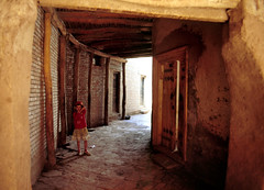 kashgar alley (Xuan Che) Tags: 2005 china street city travel girls red summer portrait west history film architecture ancient alley slide august scan oasis m42 xinjiang silkroad kashgar 20mm uyghur agfa centralasia mir islamic rsxii voigtlanderbessaflex 3520mm