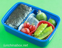 Spam musubi & snow pea lunch for child