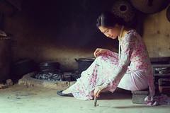 Nostalgie (Nganguyen) Tags: portrait kitchen friend vietnam explore hanoi flickrite aodai longdress museumofethnology odi phuonglethi