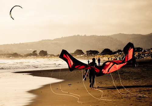Monarch butterflythe kitesurfer returns