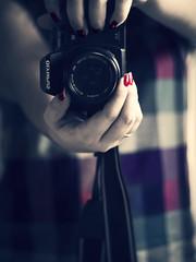 Mi cámara y yo (_Zahira_) Tags: camera color colour me lafotodelasemana mirror dof yo olympus 100v10f colores nails espejo camara uñas e500 uro 100vistas interestingness385 i500 ltytrx5 ltytr2 ltytr1 ltytr3 50mmom 50omf18 lfs032010