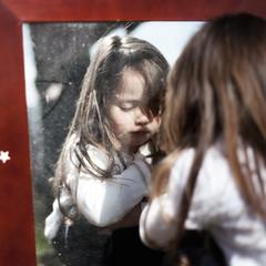 [フリー画像] 人物, 子供, 少女・女の子, 憂鬱, 201005011900