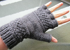 : Treads, a tipless gloves pattern pattern by Victoria Anne Baker