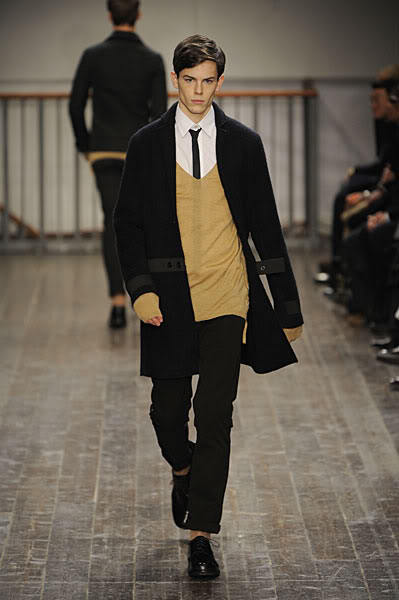Jeremy Young2051_FW09_Milan_Alessandro Dell'Acqua(lizzylily@mh)