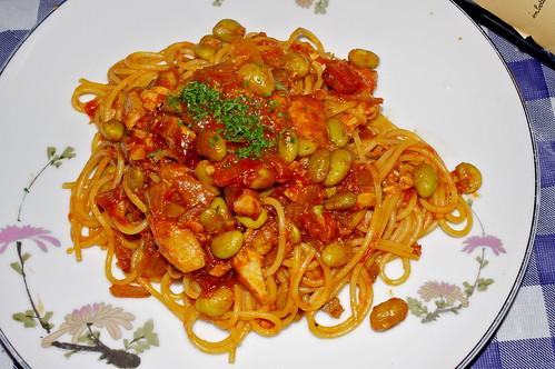 真鯛とフラッジョリのトマトソーススパゲティ