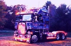 1994 HHH @ Night- Front Yard LS Super Nice (Highway Hank) Tags: newyork truck lights trucks trucking kenworth cabover aerodyne kenworthk100 kenworthcabover kenworthaerodyne kenworthk100caerodyne caboveraerodyne