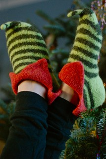 Knitting Pattern For Baby Elf Shoes : Ravelry: Elf Shoes pattern by pamela wynne