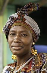 La pose (Laurent.Rappa) Tags: voyage africa travel portrait people face portraits retrato couleurs femme marché ritratti ritratto couleur visage regard peuple afrique baoulé
