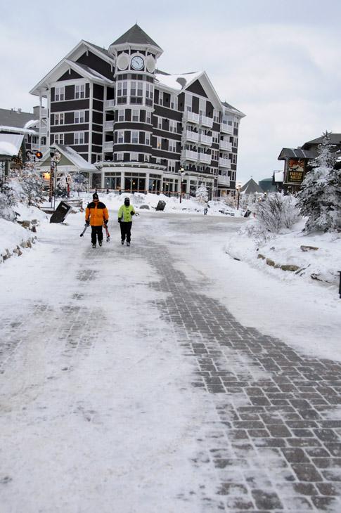 web_walkway_snowshoe_0221_2516