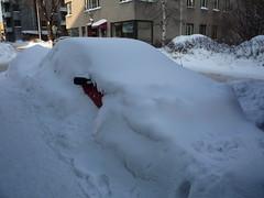 Voitures enneigées Helsinki Finlande