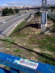 QUE BONITO ES MADRID... TODO VERDE (CADENA DEL WATER2010) Tags: water azul del de puente luces la carretera voz libre pirata valla m40 cadena demente arradio experincia
