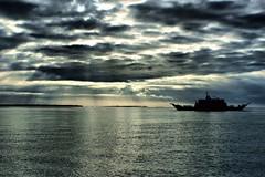 Amanece en el Chacao (Ariel Sez) Tags: sky ferry boat mar canal cielo nubes cluds chacao transbordador canalchacao chacaochannel