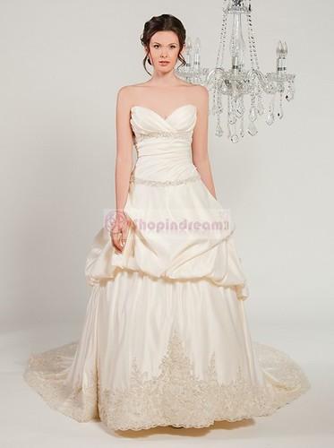 Dropped sweetheart lace long white wedding dress by anyi2005.