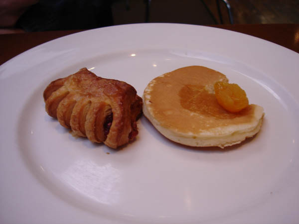 Zipp Restaurant Bar (Mantra hotel, Canberra) - Sweet pastry, way too sweet pancake with syrup.