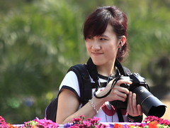 Smiling angel (sunnyha) Tags: portrait people hk girl smile smiling canon asian hongkong pessoas photographer emotion outdoor folk character chinese charm menschen personas persone photograph  sourire personne flowershow photographier homme rire  mensen    insanlar ljudi      osoby  emberek sonrer  mennesker  mnniskor  ef70300mmf456isusm nikongirl cilvki hongkongflowershow     smilingangel  attractivegirl  canoneos7d sunnyha hongkongflowershow2010