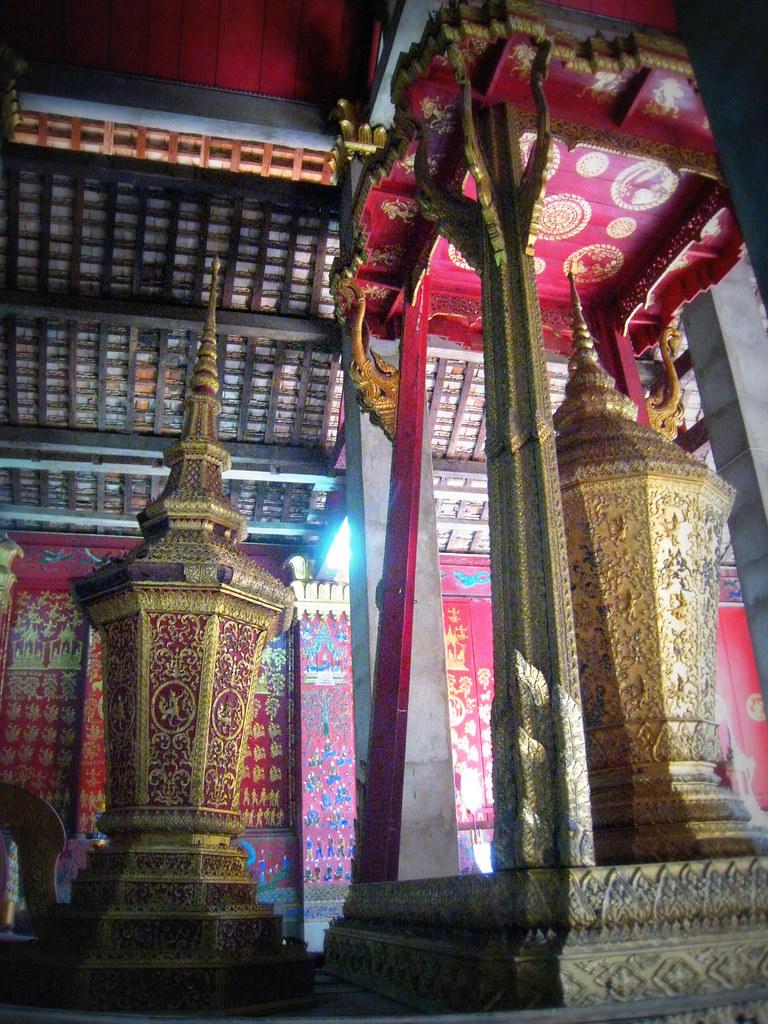 Urnes funéraires du Vat Xien Thong