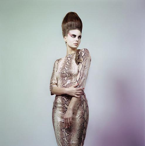 [フリー画像] 人物, 女性, ファッション, ドレス, スタジオ, 201005061700