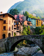 Italy - Lake Como: Incomming Fog (John & Tina Reid) Tags: italy lakecomo idealic italianvillage travelphotography johnreid tinareid wwwnomadicvisioncom lakecomovillage colourfulitalianvillage