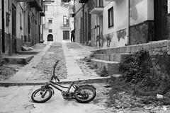 _MG_6698 (defolletz) Tags: italia italy sicilia terminiimprese termini cefalù città city blackandwhite bn bw mare sea spiaggia beach quartieriquartieristorici scorci