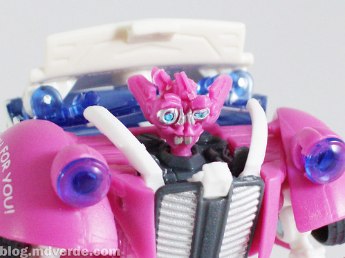 Transformers Skids RotF Deluxe Ice Cream Truck - modo robot
