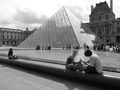 La Vie  Paris (stukinha) Tags: life city cidade summer vacation people bw woman white man black paris france reflection monument water fountain glass gua vidro branco museum architecture french reading vacances arquitectura pessoas eau europa europe noir museu shot pyramid louvre monumento candid centre mulher cit centro frias chafariz frana scene preto muse vida vero sight lovely t lecture fontaine pyramide homem reflexo blanc fonte personnes ville gens vie leitura stuka lendo pirmide francesas saintgermainlauxerrois challengeyou challengeyouwinner stukinha anacompadre thechallengefactory
