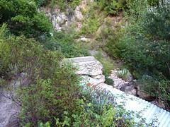 Sente RG du ruisseau de Sainte-Lucie : pont et piste détruits peu après le départ