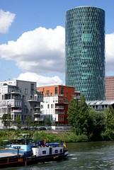 """Frankfurt, Gutleutviertel und Westhafen-Tower """"Geripptes"""" (HEN-Magonza) Tags: frankfurt westhafentower geripptes hochhaus highrisebuilding panoramaschifffahrt panoramiccruise main gutleutviertel hessen hesse deutschland germany wolkenkratzer skyscraper"""