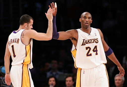 20100103-kobe-farmar-high-five