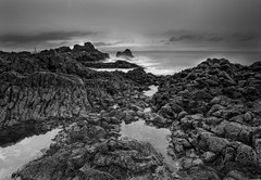 Rocky Shore (Graham Stirling) Tags: green nikon stirling chapel graham elie d300 tokina1116