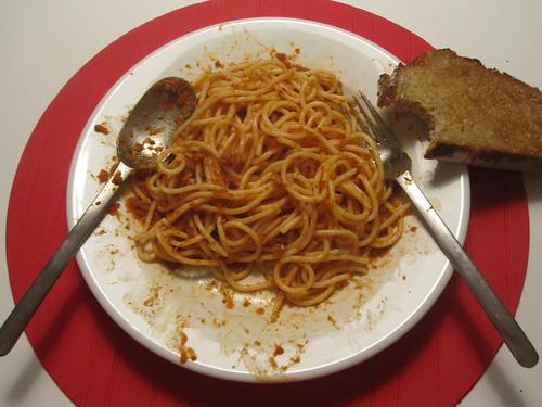 Spaghetti adn garlic bread