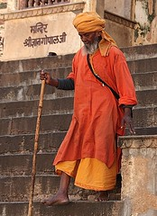 uscendo dal tempio (Sandra tout court :-)) Tags: india canon temple inde sadu 5photosaday