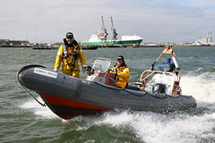 POLICE RIB JAMES WARD (John Ambler) Tags: docks james dock marine head 4 police hampshire rib ward southampton mariner unit jamesward hampshireconstabulary mariner4