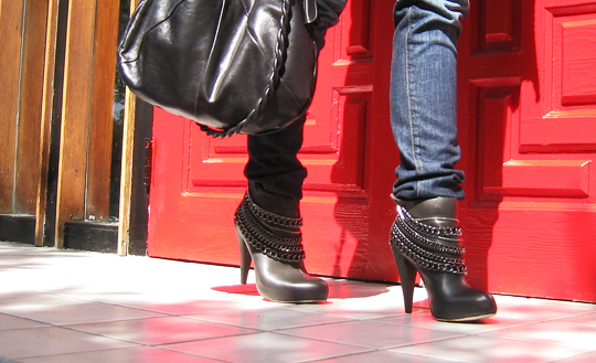 boots with chains -2