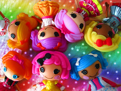Colores por todas partes (Karlota ) Tags: sparkles big doll cookie bea top buttons lot mini spot dot sugar fluff stuff peanut and crumbs splash splatter mittens jewel spells starlight bitty karlota a lalaloopsy minilalaloopsy