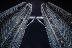 petronas twins (Les Photos de Fabrice) Tags: metal night buildings twins nikon petronas towers perspective malaysia tours 14mm contreplongee d7100 lualalumpur samsyang