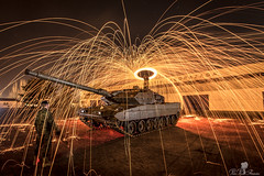 CARRO DE COMBATE LEOPARD 2E. LIGHTPAINTING. EL GOLOSO (PEDRO PÉREZ FERNÁNDEZ) Tags: basemilitarelcolosomadrid lightpainting nocturnas tanques carros convate el goloso leopard light painting long exposure larga exposicion caaro combate ejercito tierra nocturne tanks cars converse he greedy exposition combat army earth
