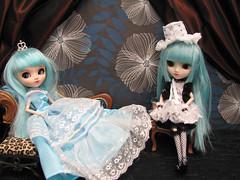 Blue Girls (esmereldes) Tags: doll dolls meetup turquoise pullip requiem custom pullips meet waltham prunella bostonarea custompullip img8596 animadness leannarchy requiemart pullipmeetup massauchusetts bluehaireddolls leannarchysdoll