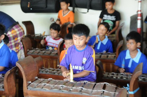 Junjungan kids learning the musical instrument