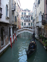 (Pra onde eu vou, venha tambm) Tags: city venice winter color water digital landscape europe kodak places tourist colored gondola channel