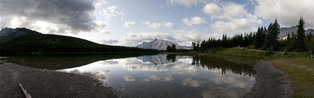 Lake Minnewanka in der nähe von Banff