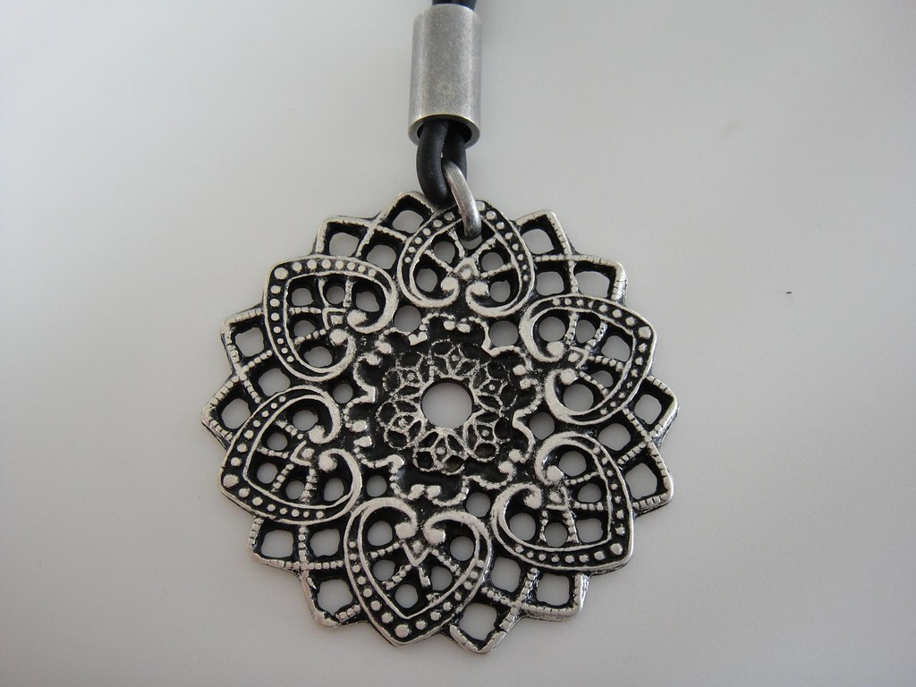 ROSE WINDOW NECKLACE